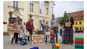 Gewaltfreie Geburten gefordert (Familien-Picknick und Demo in Angermünde)